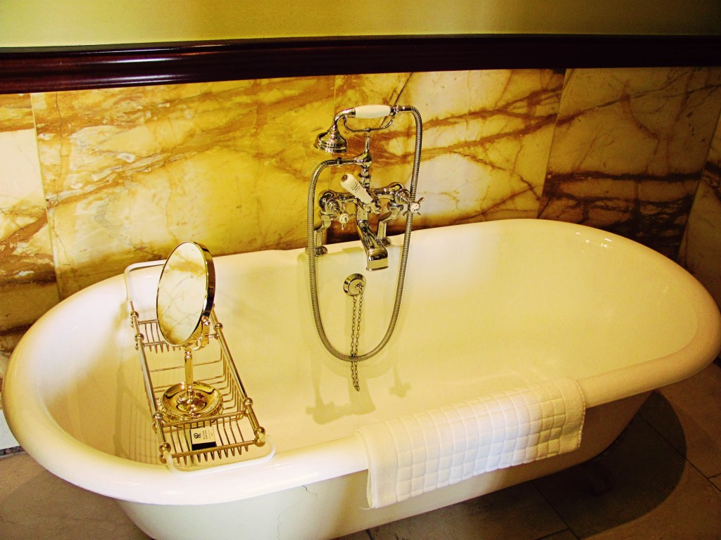 Stoke Park Claw Foot Tub