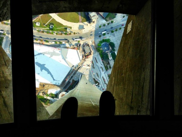 glass walkway cn tower toronto