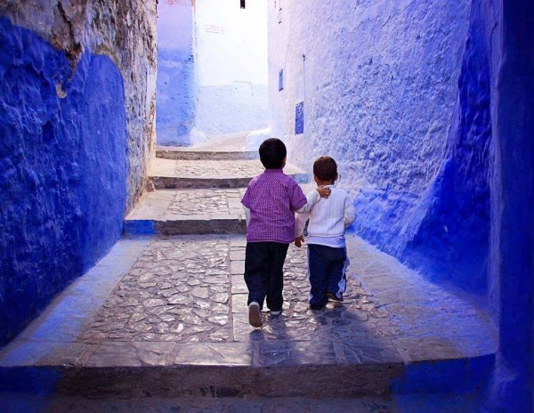 boys in chefchaouen morocco