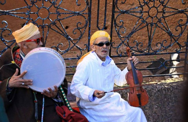 moroccan musicians in chefchaouen morocco